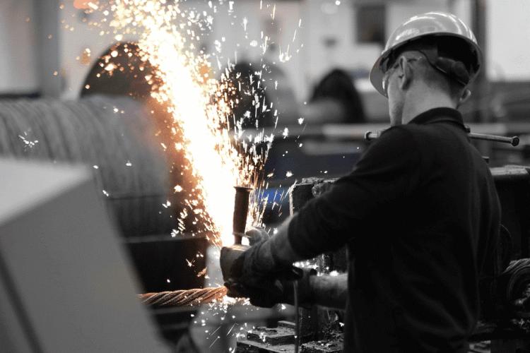 هلدینگ پایا صنعت تجارت با بهرهگیری از کادری مجرب و حرفهای در تلاش است محصولات و قطعاتی مناسب با استانداردهای جهانی تولید و به بازار ارائه دهد.